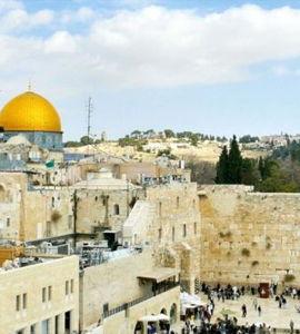 Des monuments et des hommes: Jérusalem, la ville trois fois sainte, de Bruno Ulmer et Cécile Husson
