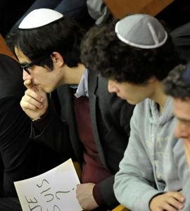 Shalom - Jeunes et juifs, ils revendiquent leur foi
