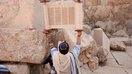 Être hébreu: libérer l'universel